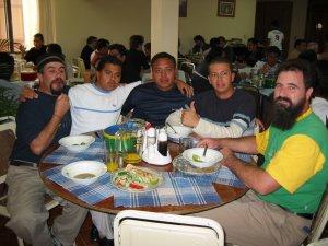 Padre Ademar junto a unos seminaristas.
