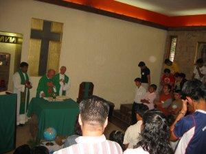 Participamos con mucha fe y devoción en la Santa Eucaristía.