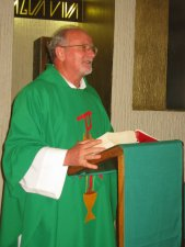El Padre Román en la homilía nos invitó a tener un corazón misioner, grande, sin fronteras.
