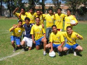 En el momento del Deporte pasamos un rato agradable, compitiendo y dando muestra de nuestras habilidadea futbolísticas.
