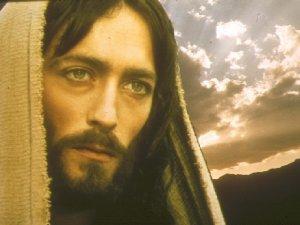 Cristo: centro de nuestra vida, raíz de nuestra fe, razón de nuestra esperanza y manantial de nuestra caridad.