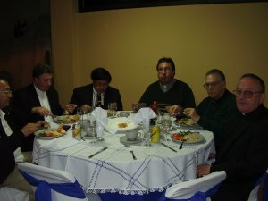 El consejo provincial al pleno reunido para felicitar al P. Flor