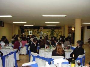 Los invitados compartiendo ideales de servicio al migrante<br />