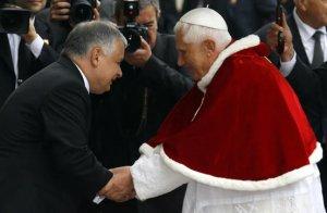El Papa con Lech Kasynsky, Presidente de Polonia.
