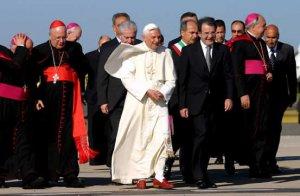 El Papa partió poco antes de las 9:00 (07:00 GMT) en un vuelo desde el Aeropuerto Leonardo da Vinci con destino a Varsovia.