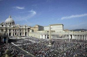 La ceremonia de canonización de los cuatro nuevos santos se realizó en la Plaza de San Pedro, en El Vaticano, que lució abarrotada de personas en un día radiante.