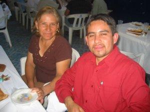 Marcos con su tía.