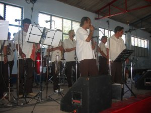 Una Banda amenizó al convivio fraternal, que se llevó a cabo en la Quinta Río Grande.