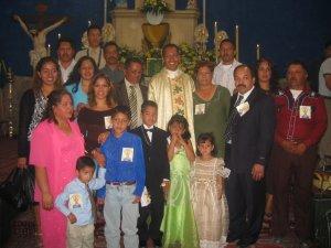 Padre Alejandro con parte de su numerosa Familia.