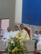 El Padre Alejandro sonreía cuando el Padre Miguel le recordó unos momentos de su formación.