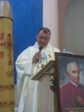 El Padre Miguel, uno de los Formadores del Padre Alejandro, dio la Homilía, exortandolo a seguir fiel y humilde el camino del Señor.