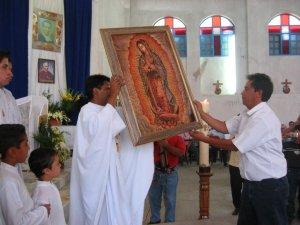 ... acompañe al Padre Enrique en su Misión en Indonesia.