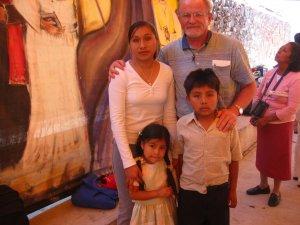 Un recuerdo para la Señora Viuda de Hugo Pérez Castañeda y para sus hijos.<br /> El Señor los colme de sus bendiciones.