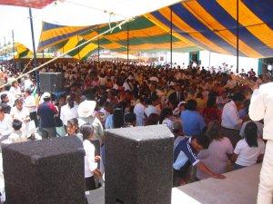 .. una muchedumbre de gentes...