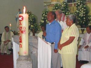 El papá del Padre Fausto, el Señor Crescenciano, tomó el micrófono para agradecer.