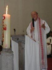 En su homilía el Padre Román le dijo al Padre Fausto, que fuera un sacerdote de oración, al servicio de los más pobres. UN MISIONEROS SIN FRONTERAS.