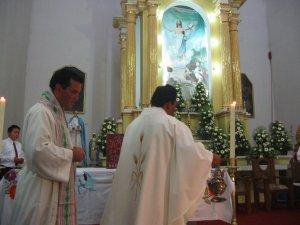 Incensación al comienzo del Sacro Rito.