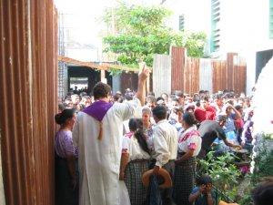 Miles de Migrantes en el mundo están esperando...