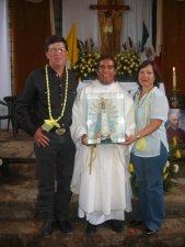 Presentando con orgullo la Imagen de Nuestra Señora de Liján, Patrona de Argentina, tierra a donde el Padre Héctor se irá de Misionero.