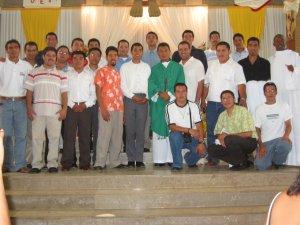 El Padre Humberto con unos Seminaristas Scalabrinianos.