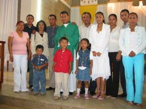 El Padre Humberto con su Familia.
