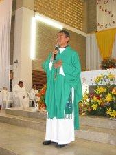 El Padre Humberto agradece de corazón a todos por su oración y participación.
