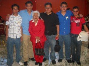 Padre Chan, su Señora Madre, y unos JSF.