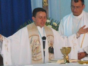 Prosiguió la Santa Misa según en Rito normal.
