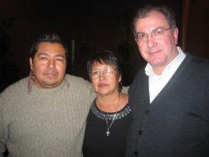 El Padre Giovanni con la Madre y el Hermano del Padre Armando, Misionero en Australia.