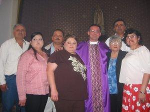 La Familia del Padre Tomás (faltan dos que andan en el Norte).