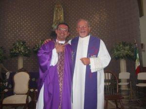 El Padre Tomás con su Padrino, el Padre Román.