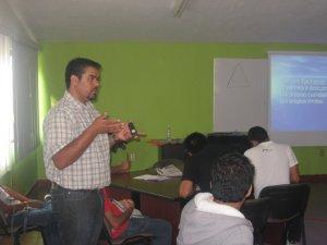 El padre Tepa nos compartia el rpograma del seminario...