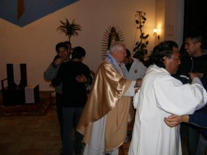 El abrazo de la paz, antes de recibir al Señor...