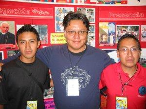 El Padre Chan con unos chavos de Tlaxcala.