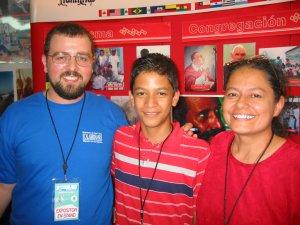 Mateo con Cipri y su hijo.