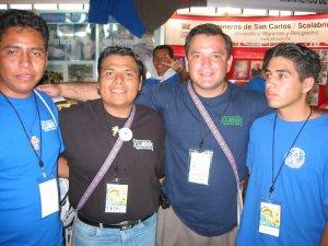 El Padre Fernando con los Seminaristas Fernando y José Juan y un amigo de Iguala, Gro.
