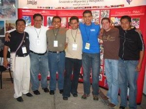 El Padre Chan con unos Seminaristas de los Misioneros de San Carlos.