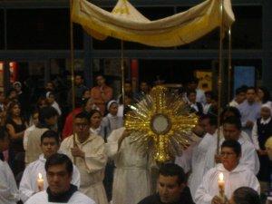 El Señor sacramentado se acerco a nosotros para manifestarnos su amor