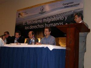 P. Luis durante su exposición sobre la Casa del Migrante de Tijuana<br />