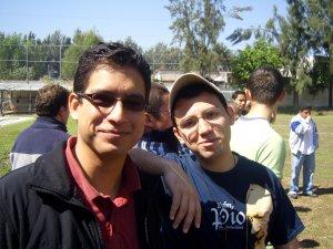 Se presentan Alejandro y Daniel