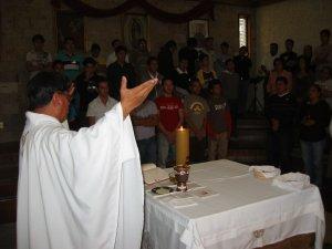 El Padre Chan presidió la Santa Misa de Clasura.