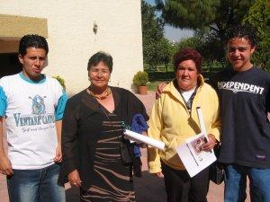 Migule Ángel y Josué con sus Mamás.<br />