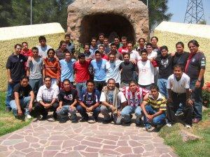 Foto-Recuerdo de los 49 JSF, que participaron en la Convivencia de Pascua 2006 en el Seminario San Carlos de Guadalajara, Jal.