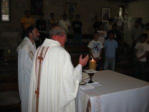 El Padre Román presidió la Eucaristía enfocada sobre la Vocación.