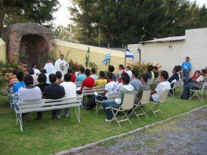 El Padre Mauricio  presidió la Misa donde pedimos por los Migrantes y Exiliados.
