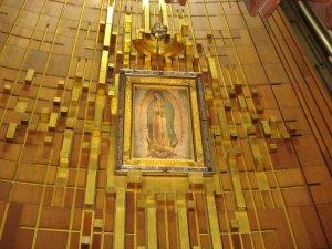 invocamos a nuestra madre de Guadalupe para que interceda por nosotros<br />