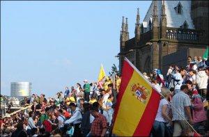 Las escaleras para llegar a la Catedral de Colonia es el punto de mayor concentración