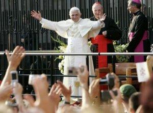 """""""El encuentro con Jesucristo os permitirá gustar interiormente la alegría de su presencia viva y vivificante."""" (Benedicto XVI)"""