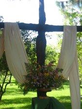 Cristo en una cruz como esta nos dio la salvación ..........