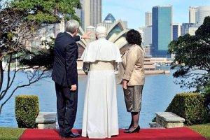 El Papa admira la Opera House.